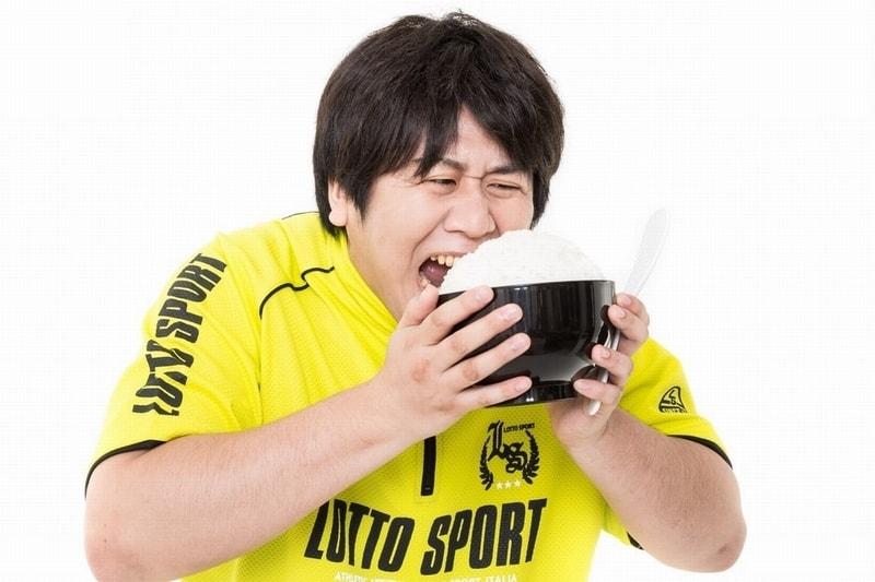 日本人のコメ消費量の減少と肥満の関係。